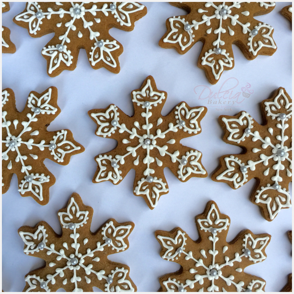 How To Decorate Snowflake Gingerbread Cookies Dulcia Bakery