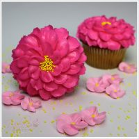 Cómo Decorar Cupcakes En Forma De Flor De Cerezo Con Crema De Mantequilla